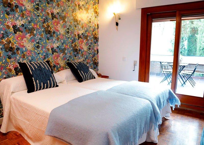 Interiorismo y decoración. Decoración con papeles pintados, dormitorio. Estudio Ryd, Madrid