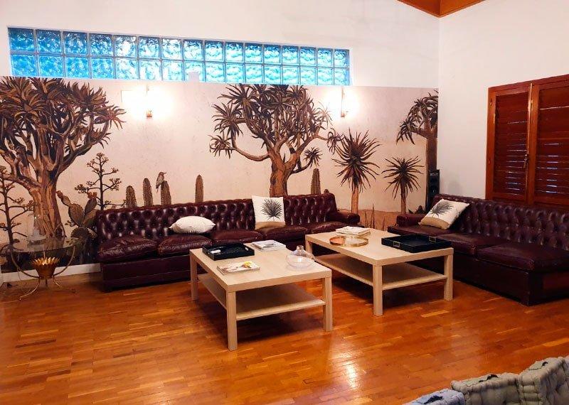 Interiorismo y decoración. Decoración con papeles pintados, salón. Estudio Ryd, Madrid